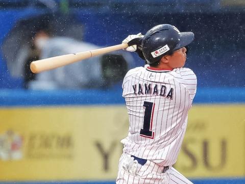 山田選手が開幕初打席で1号2ラン