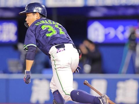 山崎選手が先頭打者ホームラン