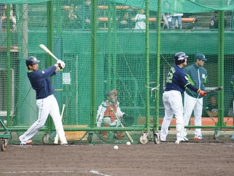 坂口選手と鵜久森選手が特打を実施!