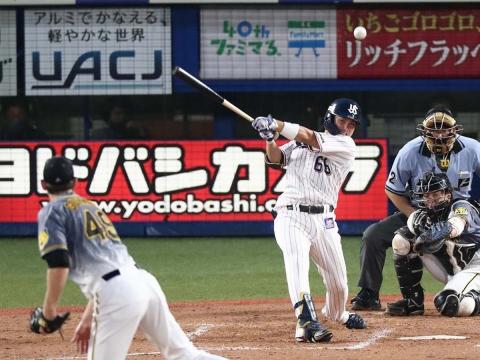 吉田大成選手が一時勝ち越しとなるタイムリーを放つ