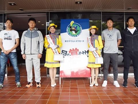 寺島投手ら新人4選手が浦添市内を視察!