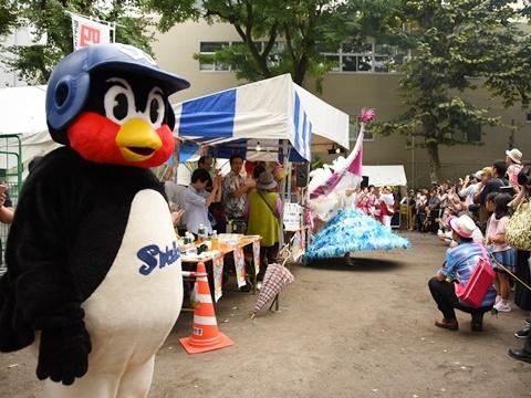 つば九郎が「四谷大好き祭り2016」を訪問!