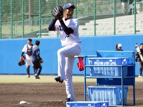 ルーキーの菊沢投手、中尾投手が打撃投手!