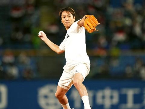 狩野英孝さんが始球式