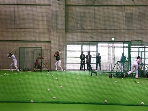 練習試合は雨天中止…室内練習に変更